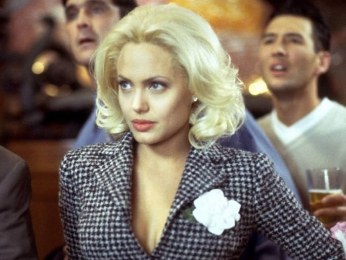 Анджелина Джоли в фильме *Жизнь или что-то вроде того*, 2002 | Фото: kino-teatr.ru