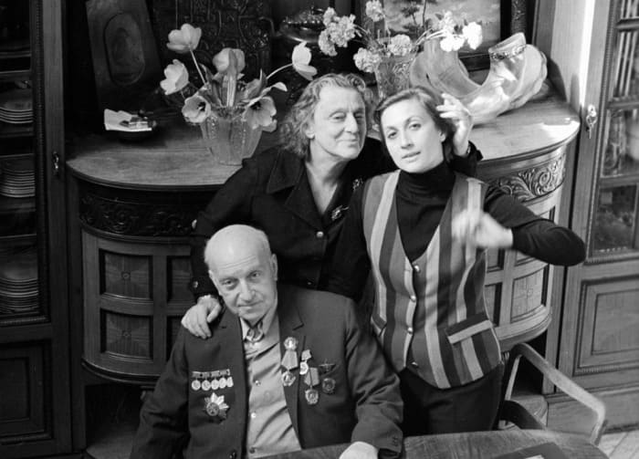 Софико Чиаурели с родителями | Фото: kino-teatr.ru