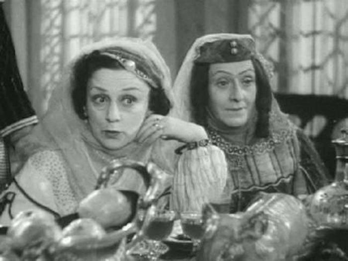Верико Анджапаридзе (слева) в фильме *Кето и Котэ*, 1948 | Фото: kino-teatr.ru