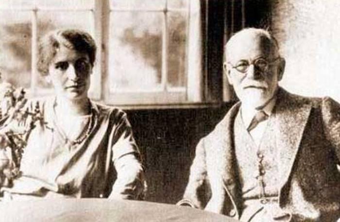 Анна Фрейд с отцом | Фото: psihijatrija.com