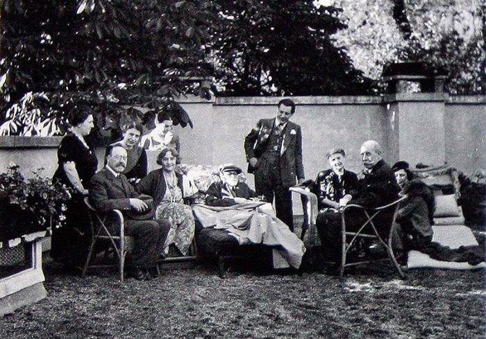 Семья Фрейда в Париже, по пути эмиграции в Англию | Фото: psihijatrija.com