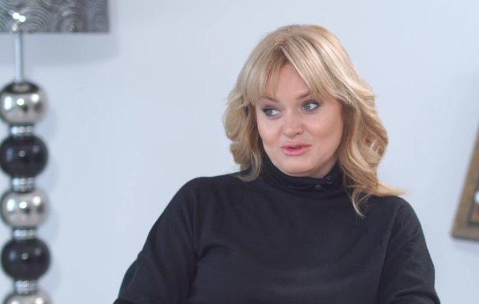 В последнее время актриса заметно помолодела и похорошела | Фото: cosmo.ru