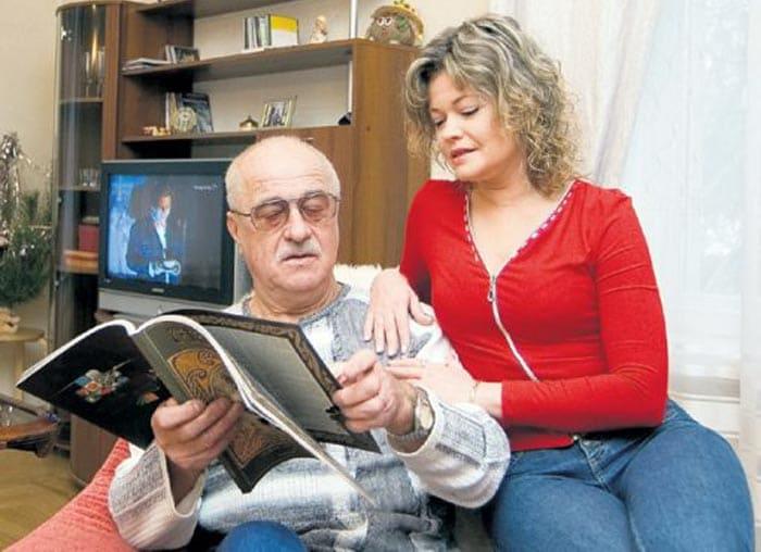 Актриса с мужем, режиссером Александром Полынниковым | Фото: stuki-druki.com