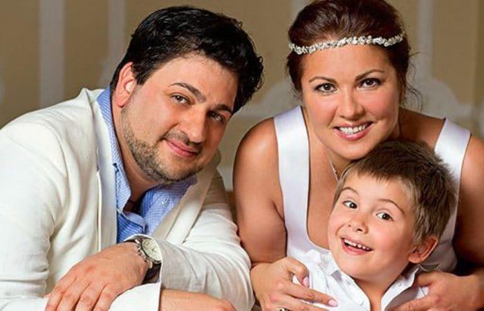 Певица с сыном и мужем   Фото: uznayvse.ru