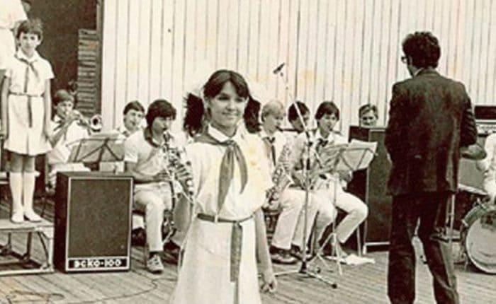 Анна Нетребко – солистка ансамбля *Кубанская пионерия*   Фото: uznayvse.ru