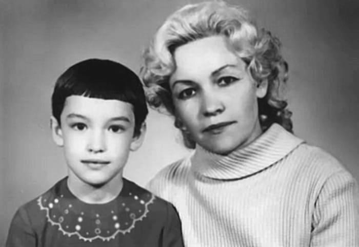 Анна Подгорная с матерью, 1972 | Фото: flibusta.site