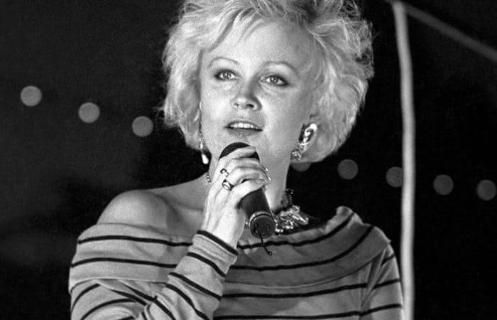 Артистка на сцене   Фото: rubaltic.ru