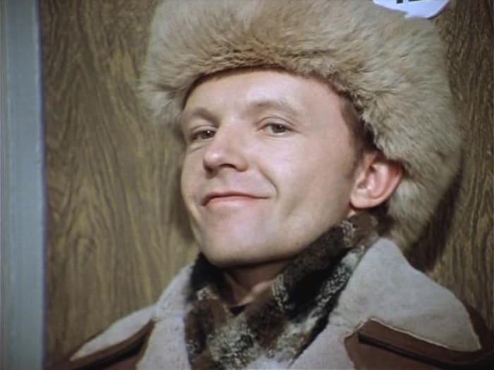 Андрей Мягков в фильме *Ирония судьбы, или С легким паром!*, 1975 | Фото: kino-teatr.ru