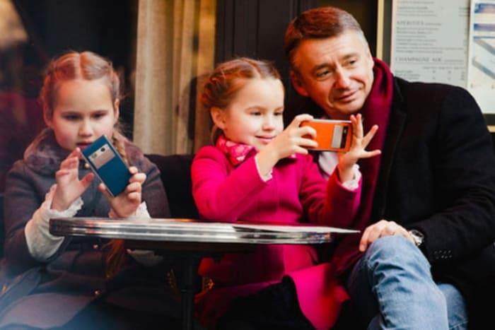 Антон Табаков с младшими дочерьми | Фото: 24smi.org