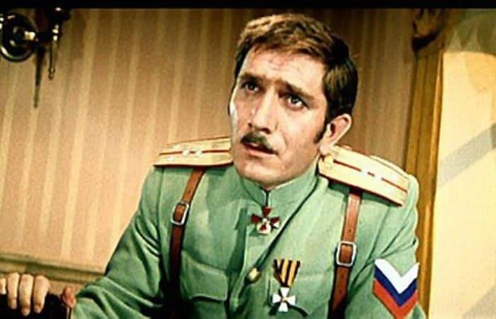 Армен Джигарханян в фильме *Новые приключения неуловимых*, 1968 | Фото: kino-teatr.ru