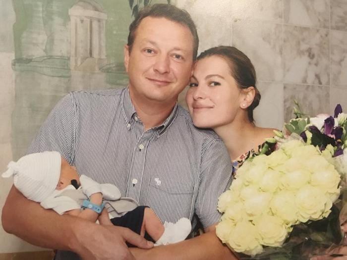 Артист с женой и сыном | Фото: kino-teatr.ru