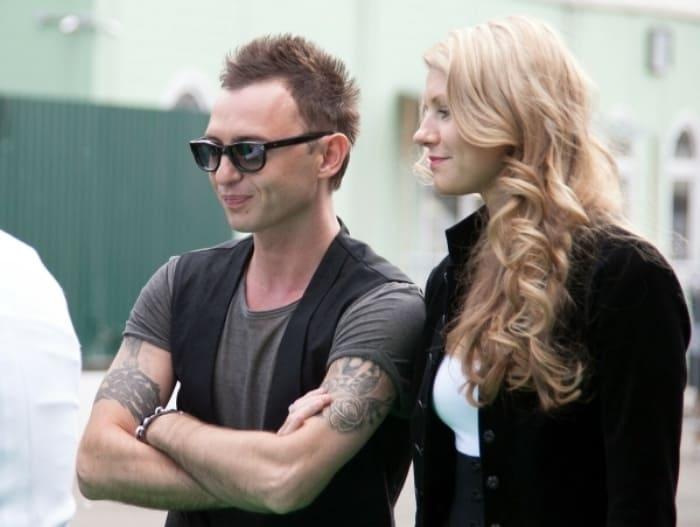 Фронтмен группы *Звери* и его жена Марина | Фото: rockperson.ru