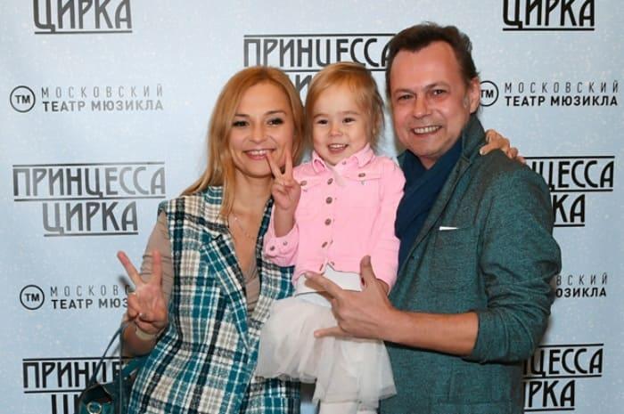 Музыкант с женой и дочерью | Фото: aif.ru