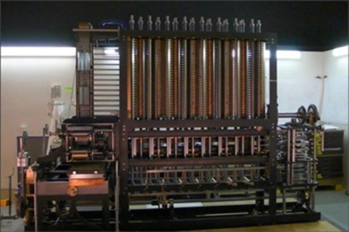 Вычислительная машина, созданная по чертежам Бэббиджа   Фото: avivas.ru