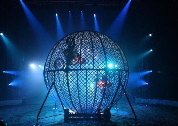 Современный аналог аттракциона *Шар смелости* | Фото: circus-stavropol.ru