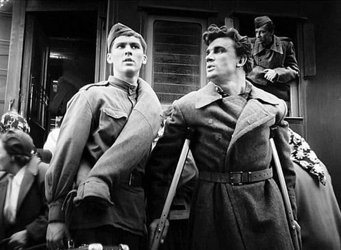 Владимир Ивашов и Евгений Урбанский в фильме *Баллада о солдате*, 1959 | Фото: portal-kultura.ru