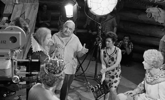 Режиссер и актеры на съемках фильма *Варвара-краса, длинная коса*, 1969 | Фото: riamo.ru