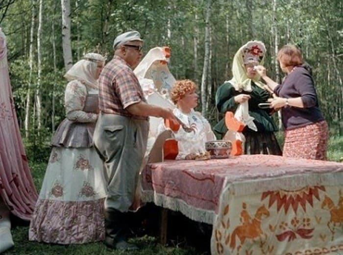 Режиссер и актеры на съемках фильма *Варвара-краса, длинная коса*, 1969 | Фото: ok.ru