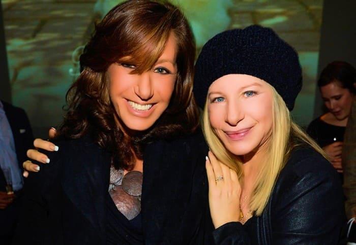 Актриса и ее лучшая подруга – модельер Донна Каран | Фото: peopletalk.ru