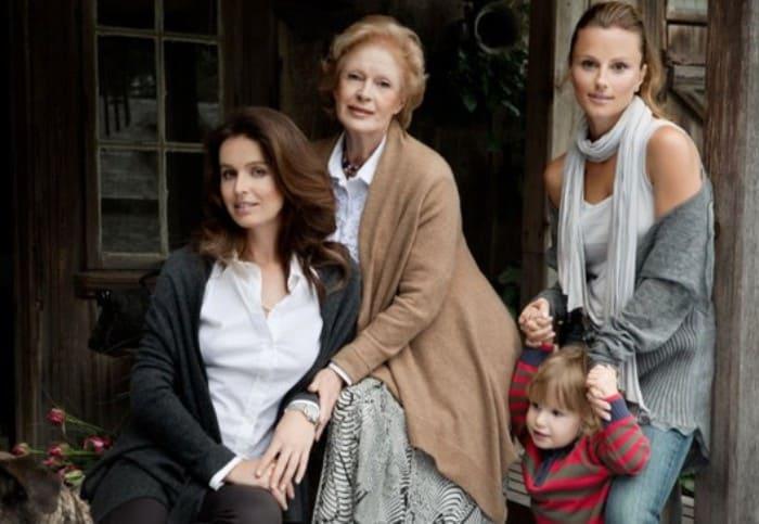 Актриса с дочерьми | Фото: 24smi.org