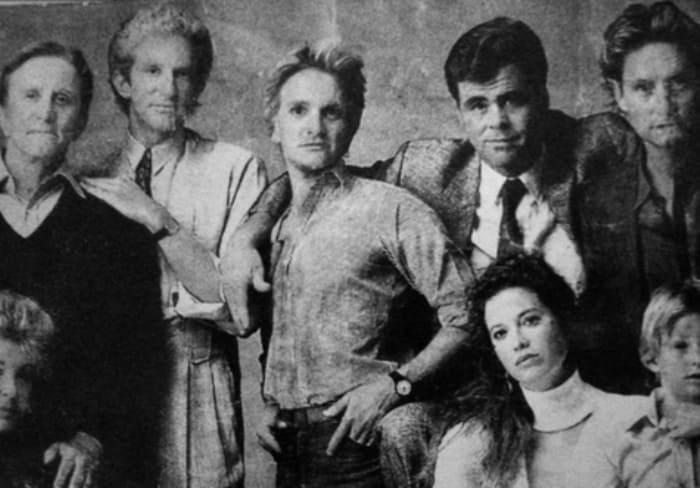 Кирк Дуглас и его четверо сыновей: Питер, Эрик, Джоэл и Майкл | Фото: mk.ru