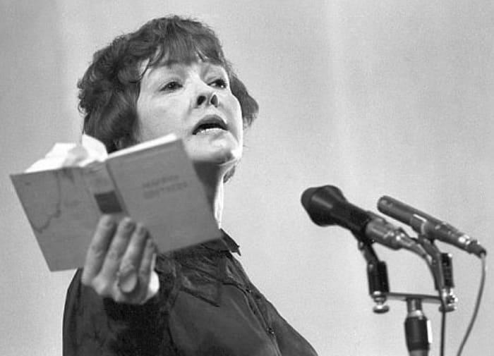 Одна из знаменитых поэтов-шестидесятников | Фото: chtoby-pomnili.com