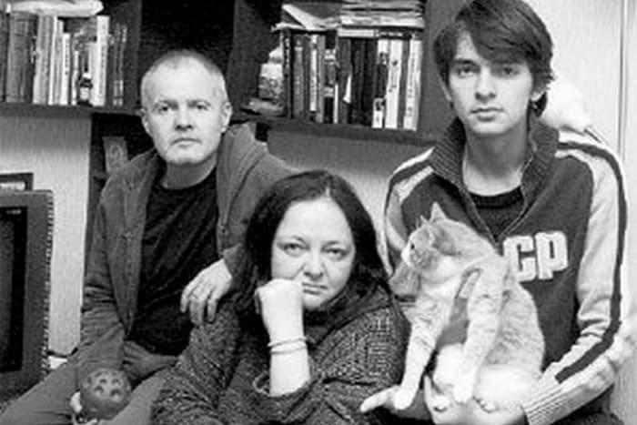 Елена Бероева с мужем, Юрием Черкасовым, и младшим сыном Дмитрием | Фото: 24smi.org