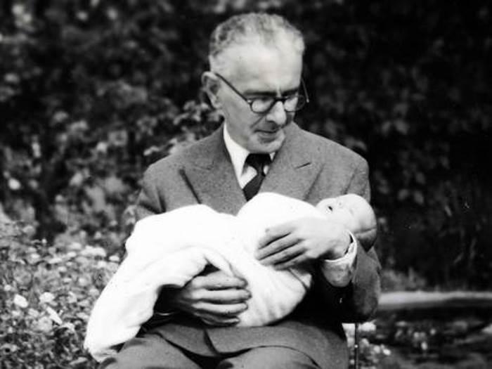 Британский биолог Бертольд Визнер, многодетный отец