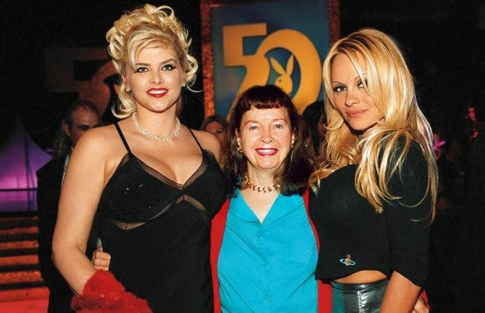 Анна Николь Смит, Бетти Пейдж и Памела Андерсон, 2003 (на тот момент Бетти было 80 лет) | Фото: bigpicture.ru