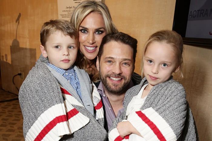 Актер с женой и детьми | Фото: pozitiffchik.com