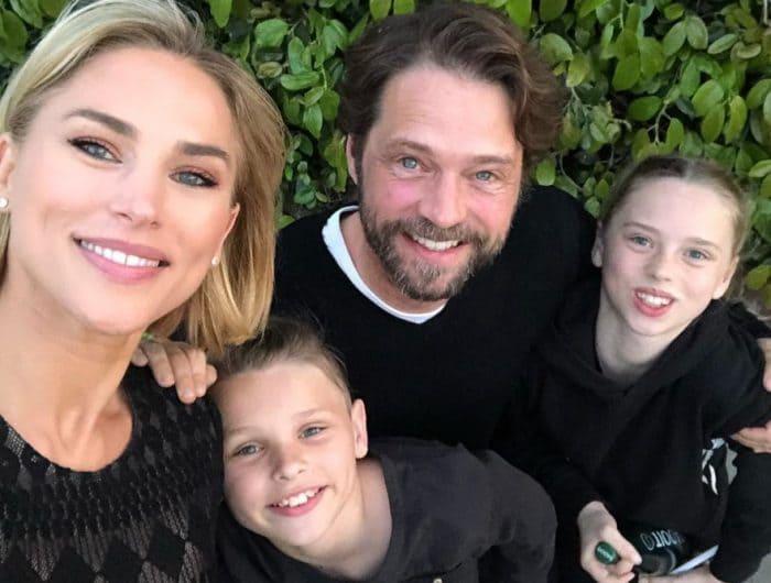 Актер с женой и детьми | Фото: karavan.ua