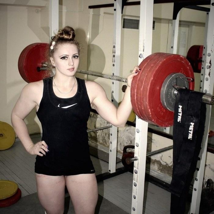 Чемпионка России по пауэрлифтингу Юлия Винс, *Барби с телом Халка*