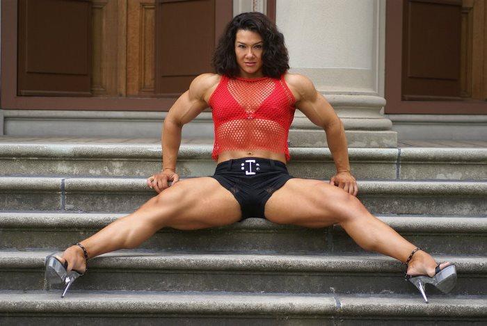 Фитнес-модель Алина Попа
