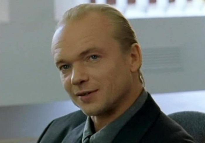 Андрей Смоляков в сериале *День рождения Буржуя*, 1999 | Фото: kino-teatr.ru
