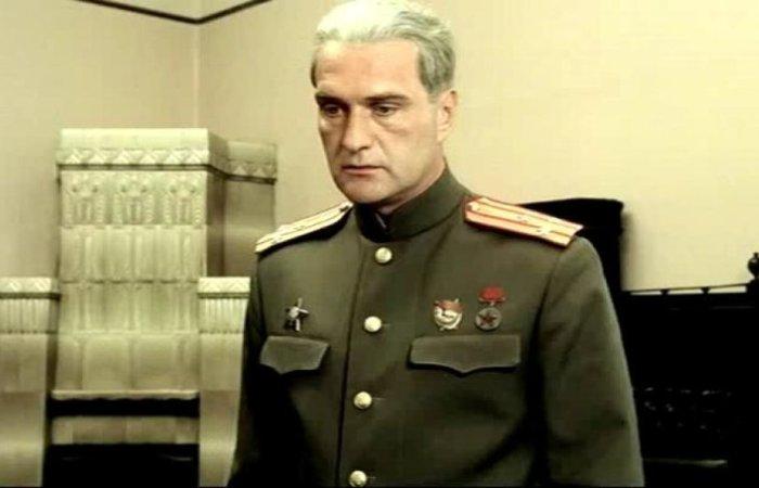 Александр Балуев в роли Александра Ларичева | Фото: domkino.tv