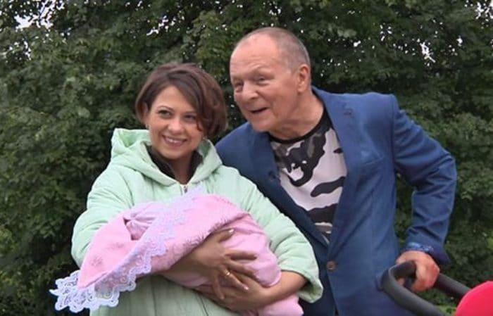 Актер с женой и дочерью | Фото: uznayvse.ru