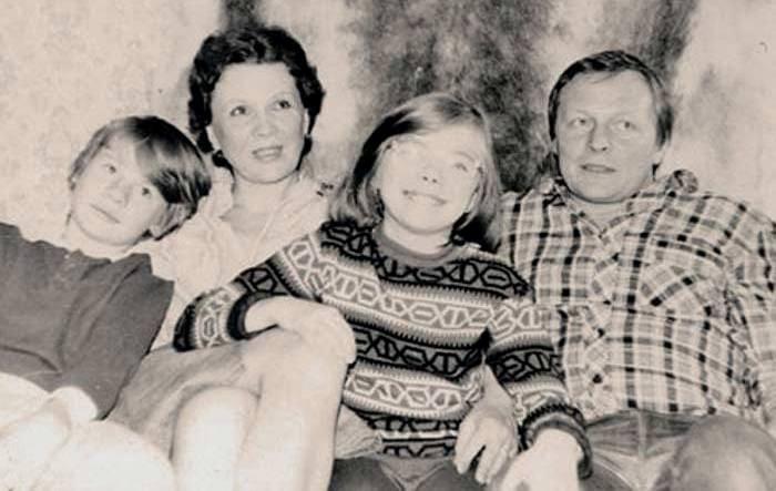 Борис Галкин с женой Еленой и ее детьми Машей и Владом | Фото: stuki-druki.com