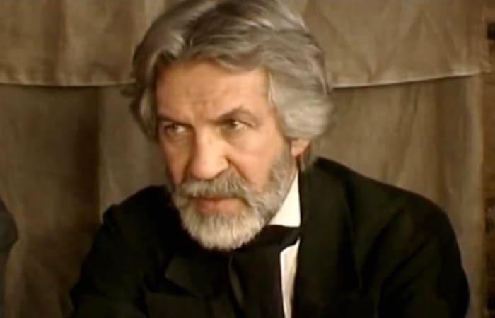 Борис Хмельницкий в сериале *Одна любовь души моей*, 2007   Фото: kino-teatr.ru