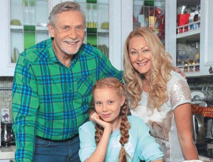 Актер Александр Михайлов с семьей | Фото: rustars.tv