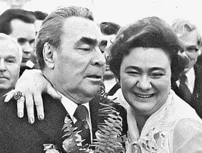 Генсек Брежнев с дочерью Галиной | Фото: persona.rin.ru