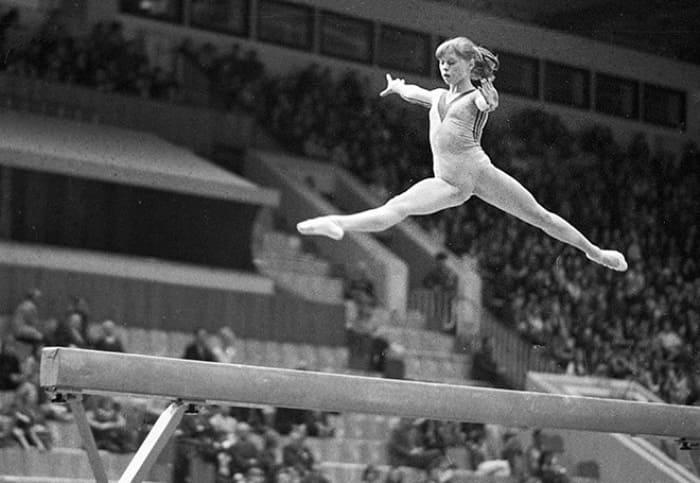 Знаменитая гимнастка, судьбу которой сломало стремление к рекордам в спорте | Фото: championat.com