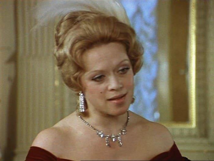 Алиса Фрейндлих в фильме *Соломенная шляпка*, 1974 | Фото: kino-teatr.ru