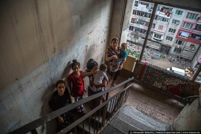 Жители цыганского гетто Столипиново в Пловдиве. Фото Александра Беленького