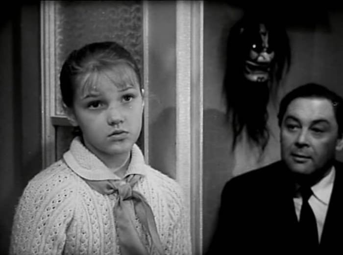 Елена Проклова в фильме *Звонят, откройте дверь*, 1965   Фото: kino-teatr.ru