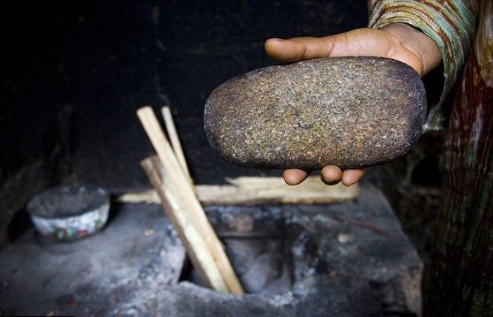 Раскаленный камень для утюжки груди