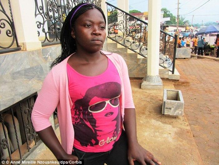 27-летняя девушка с ужасом вспоминает о той процедуре, которой ее подвергли 17 лет назад