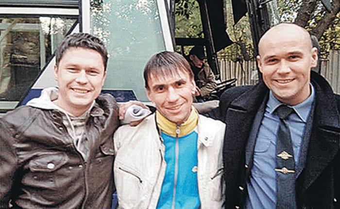Сергей Шарошкин (посередине) в сериале *Глухарь-3*, 2010 | Фото: topnews.ru