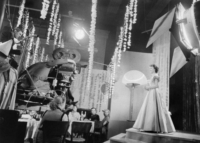 На съемках фильма *Карнавальная ночь*, 1956 | Фото: kinopoisk.ru