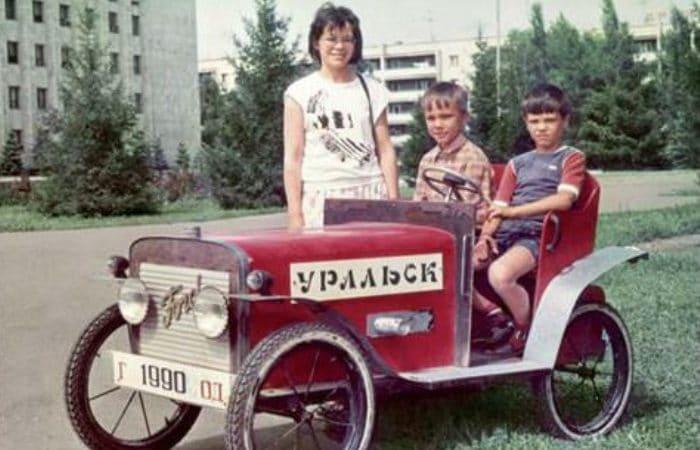 Братья с матерью | Фото: uznayvse.ru