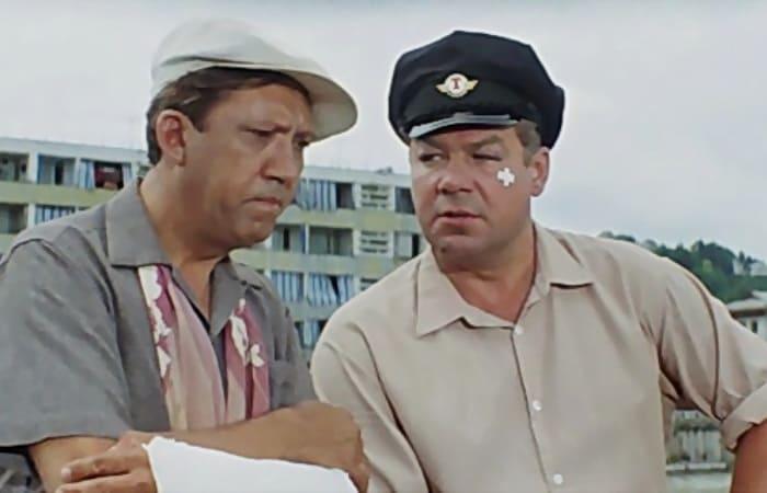 Юрий Никулин и Станислав Чекан в фильме *Бриллиантовая рука*, 1968 | Фото: kino-teatr.ru